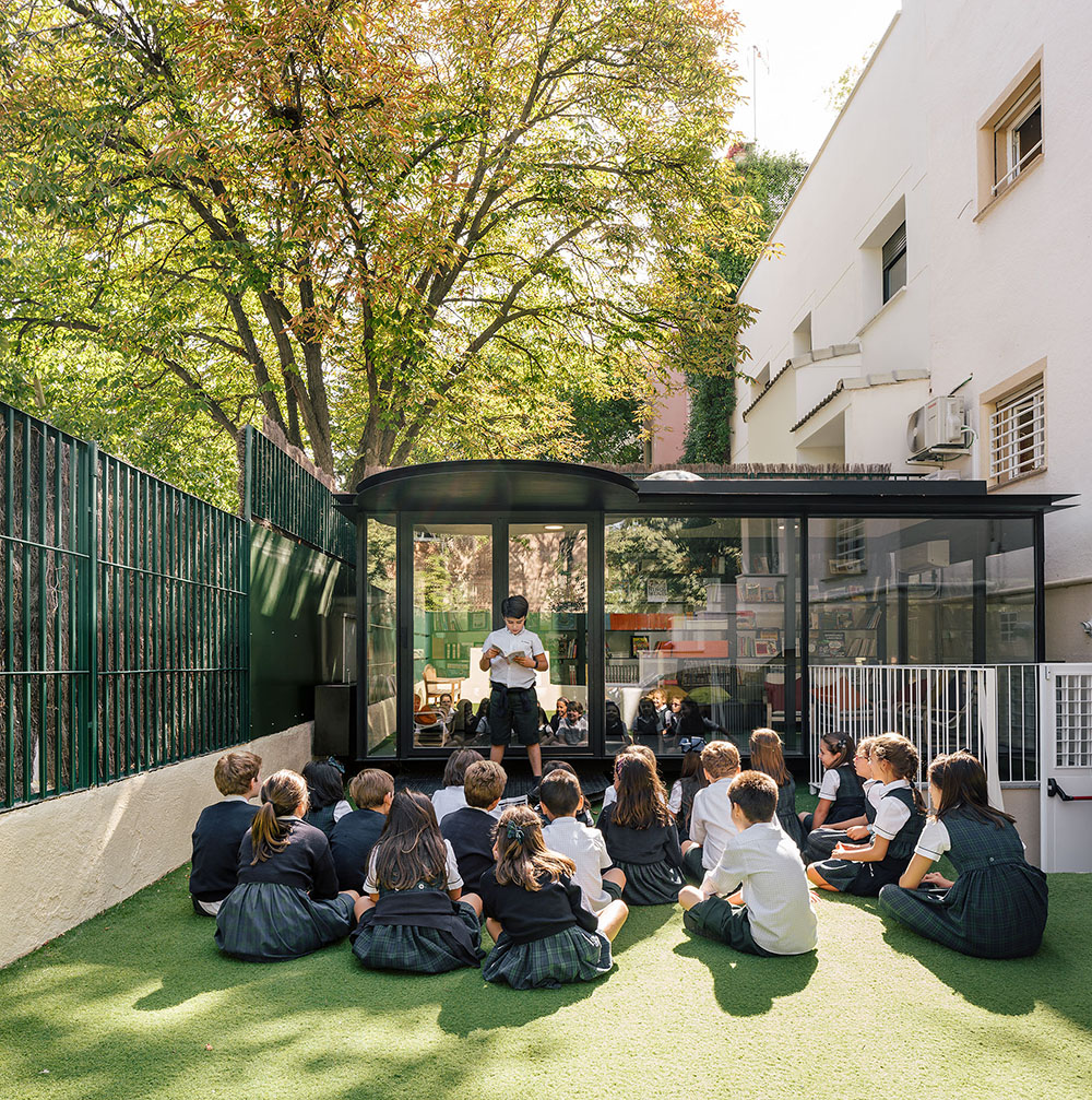 GARCIAGERMAN ARQUITECTOS Reading pavilion under a tree